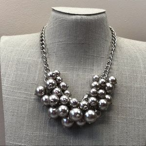 Jewelry - Gray cluster pearl statement necklace